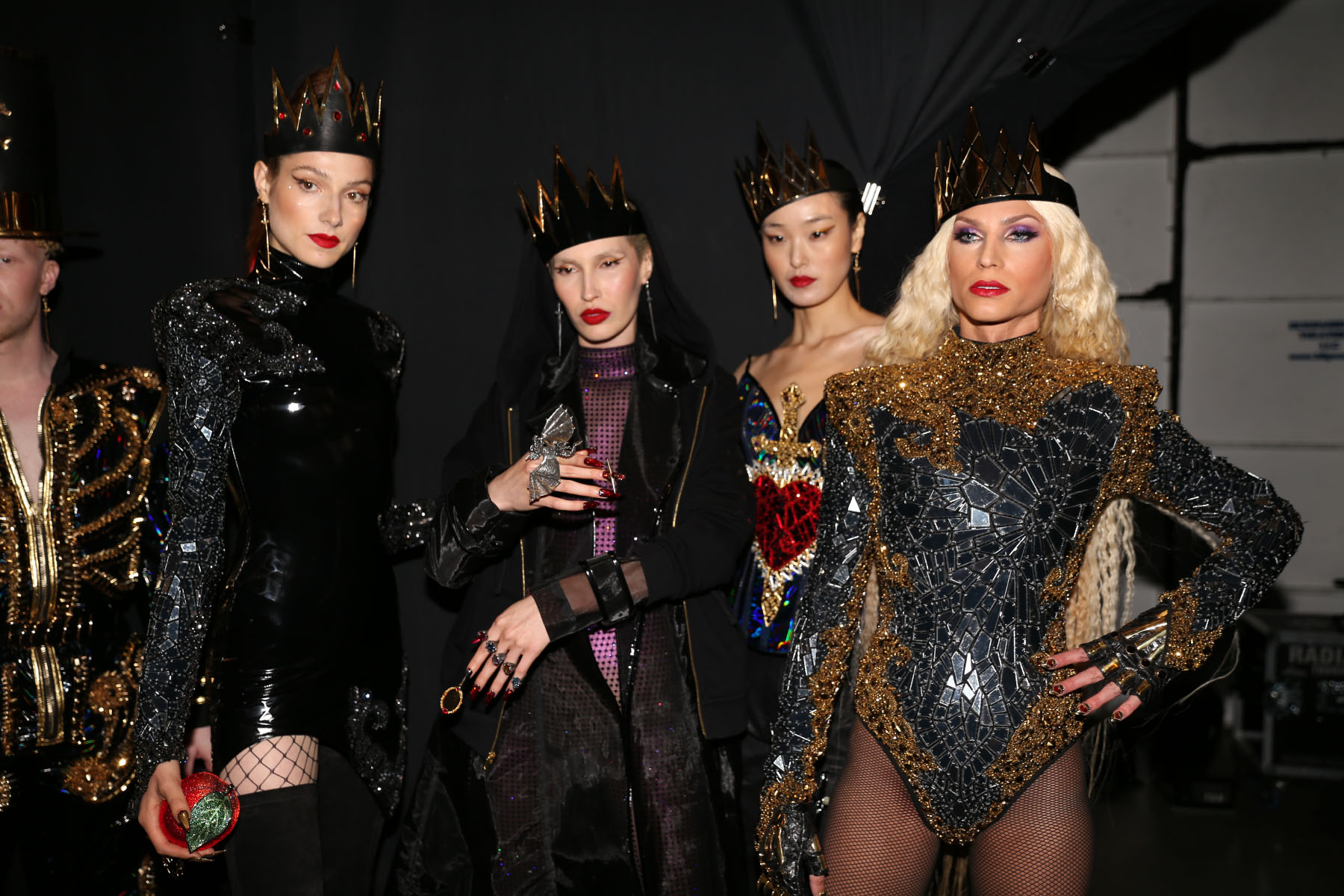 MADNESS, STYLE AND LOTS OF GLAM - BACKSTAGE AT THE BLONDS S/S2019